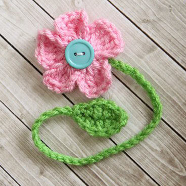 Free Crochet Pattern {Dainty Daisy Bookmark}