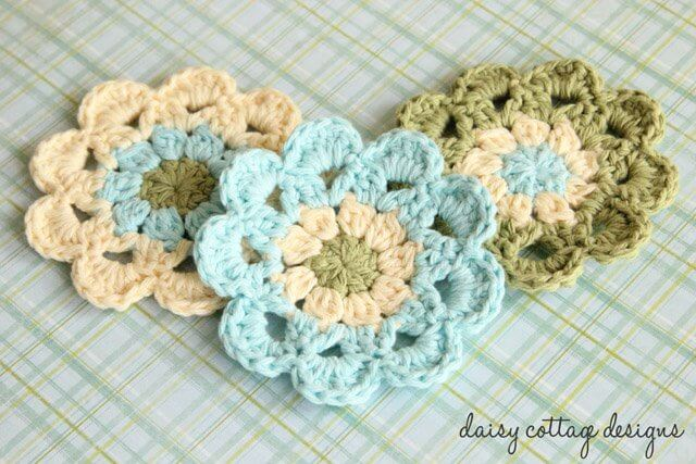This easy crochet pattern from Daisy Cottage Designs is easy to make and looks beautiful sitting on your coffee table.