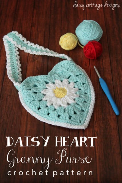 Use this free crochet pattern to make an adorable purse for your little girl.