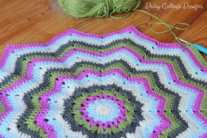 Free Crochet Patterns For Round Baby Blankets : Round Ripple Baby Blanket Crochet Project - Daisy Cottage ...