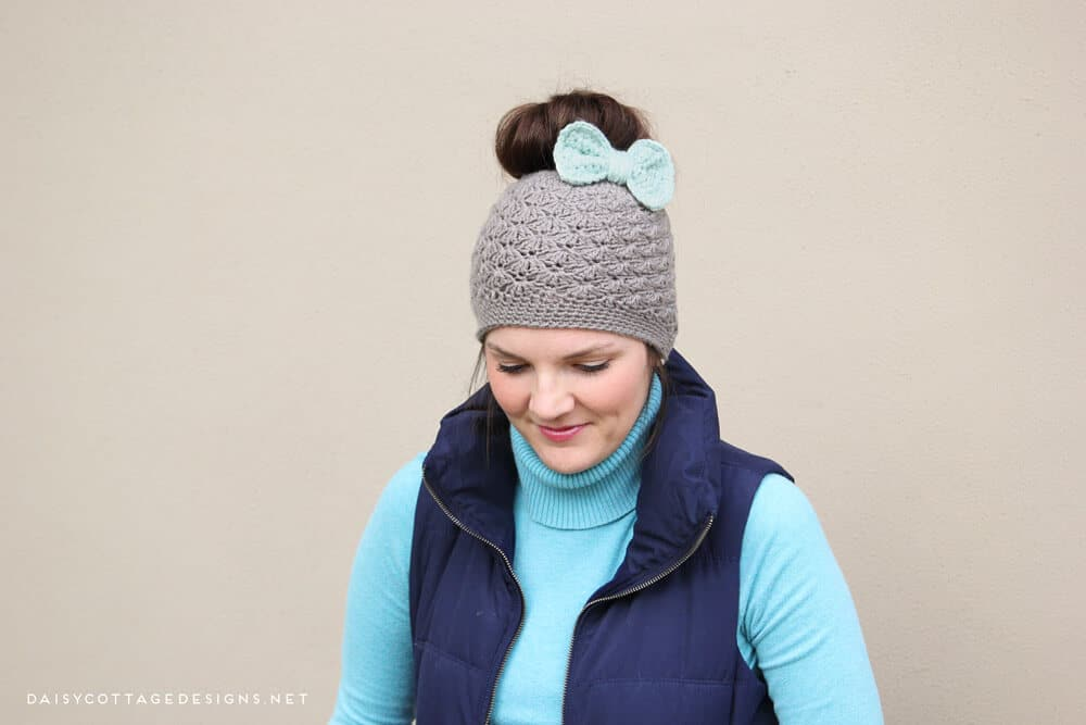 This messy bun hat pattern from Daisy Cottage Designs is beautiful and easy. This crochet hat pattern features a shell stitch and an easy bow.