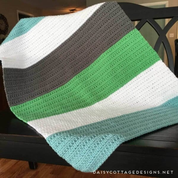 Crochet Baby Blanket Pattern: A Color Block Blanket