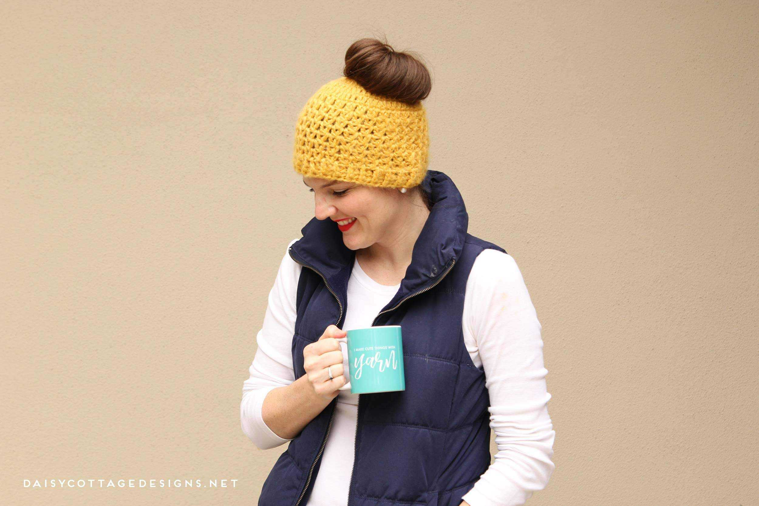 This messy bun crochet pattern from Daisy Cottage Designs is the perfect hat for cold weather | messy bun hat, free crochet pattern, ponytail hat