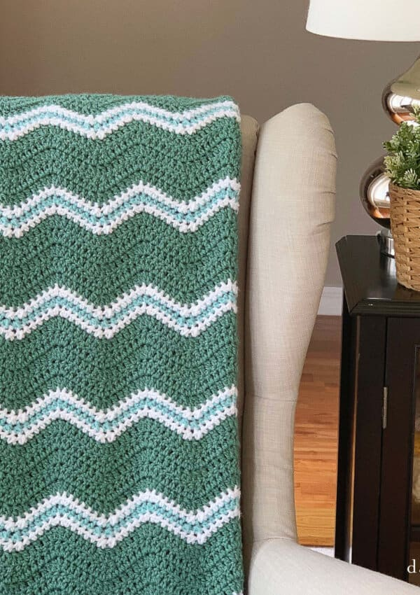 Use this free ripple crochet pattern from Daisy Cottage Designs to create a blanket in any size. Perfect for baby blankets, throw blankets, and more. It's an easy crochet pattern that works up quickly!
