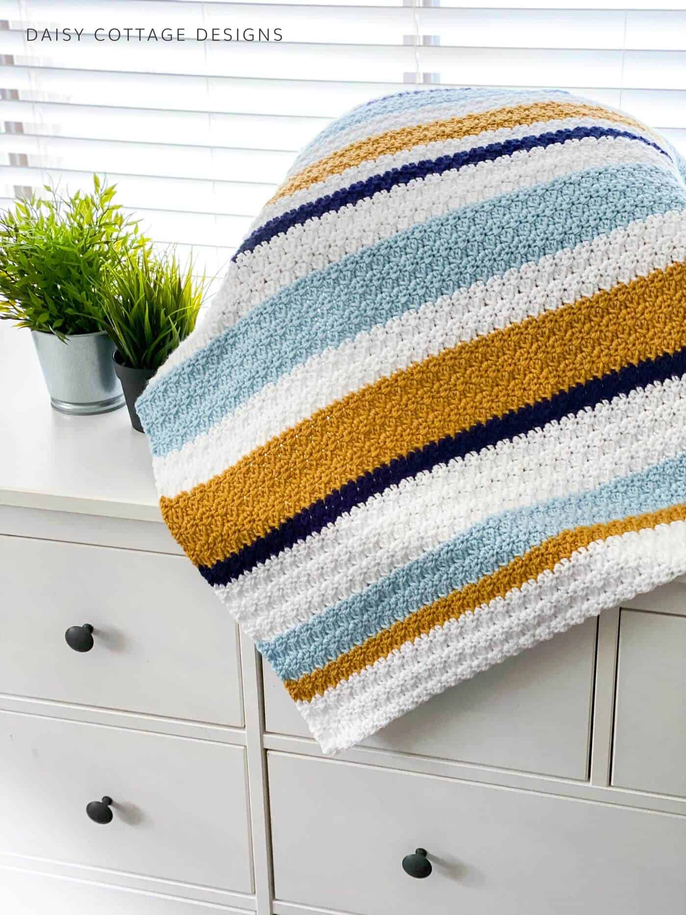 This modern blanket crochet pattern is a free crochet pattern. Easy to follow instructions and a video tutorial go along with this.