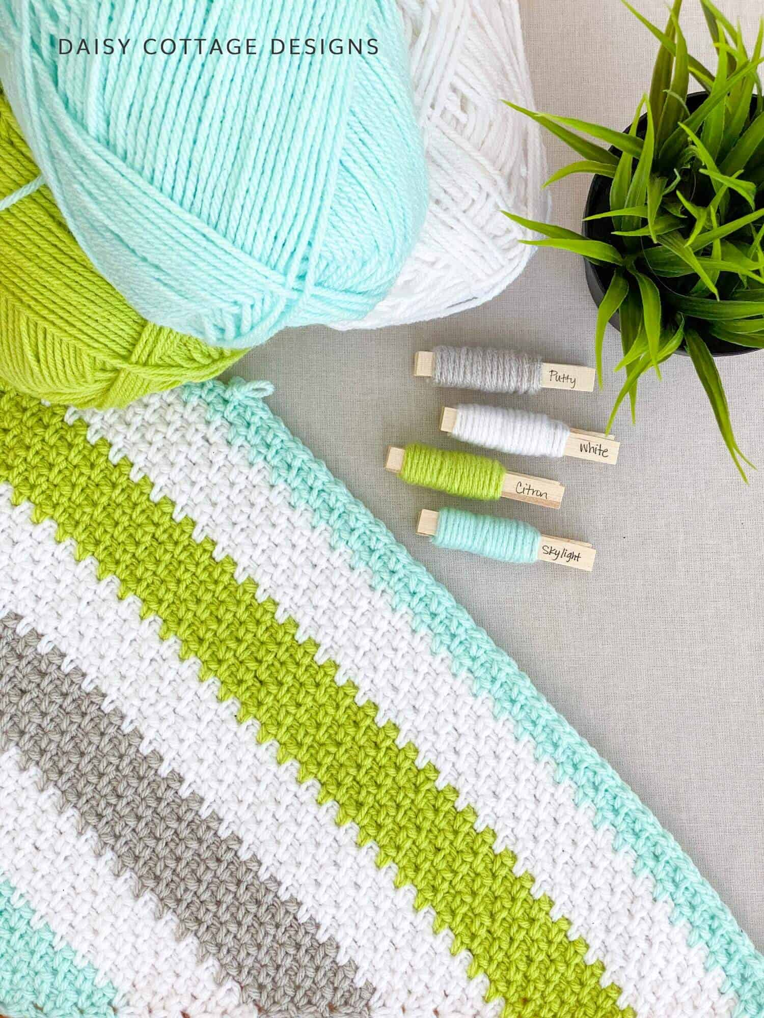 Use this Moss Stitch Tutorial using fresh, bright colors to create gorgeous blankets for your home or as gifts for friends.