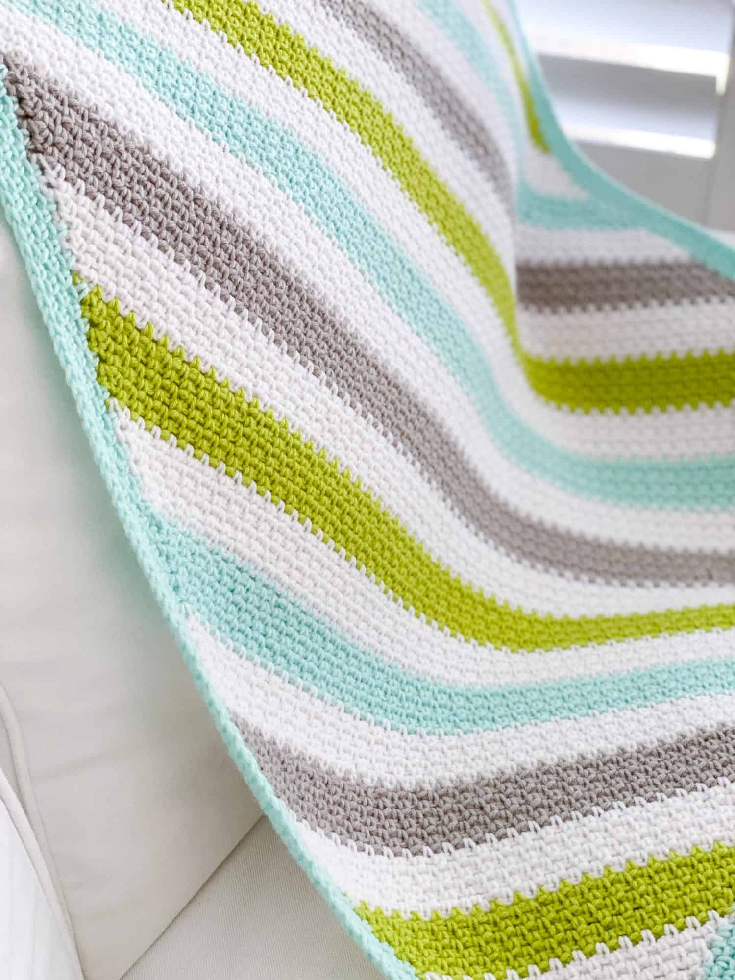 The granite stitch (also known as the moss stitch and the linen stitch) is a beautiful crochet pattern with a fantastic drape and texture.