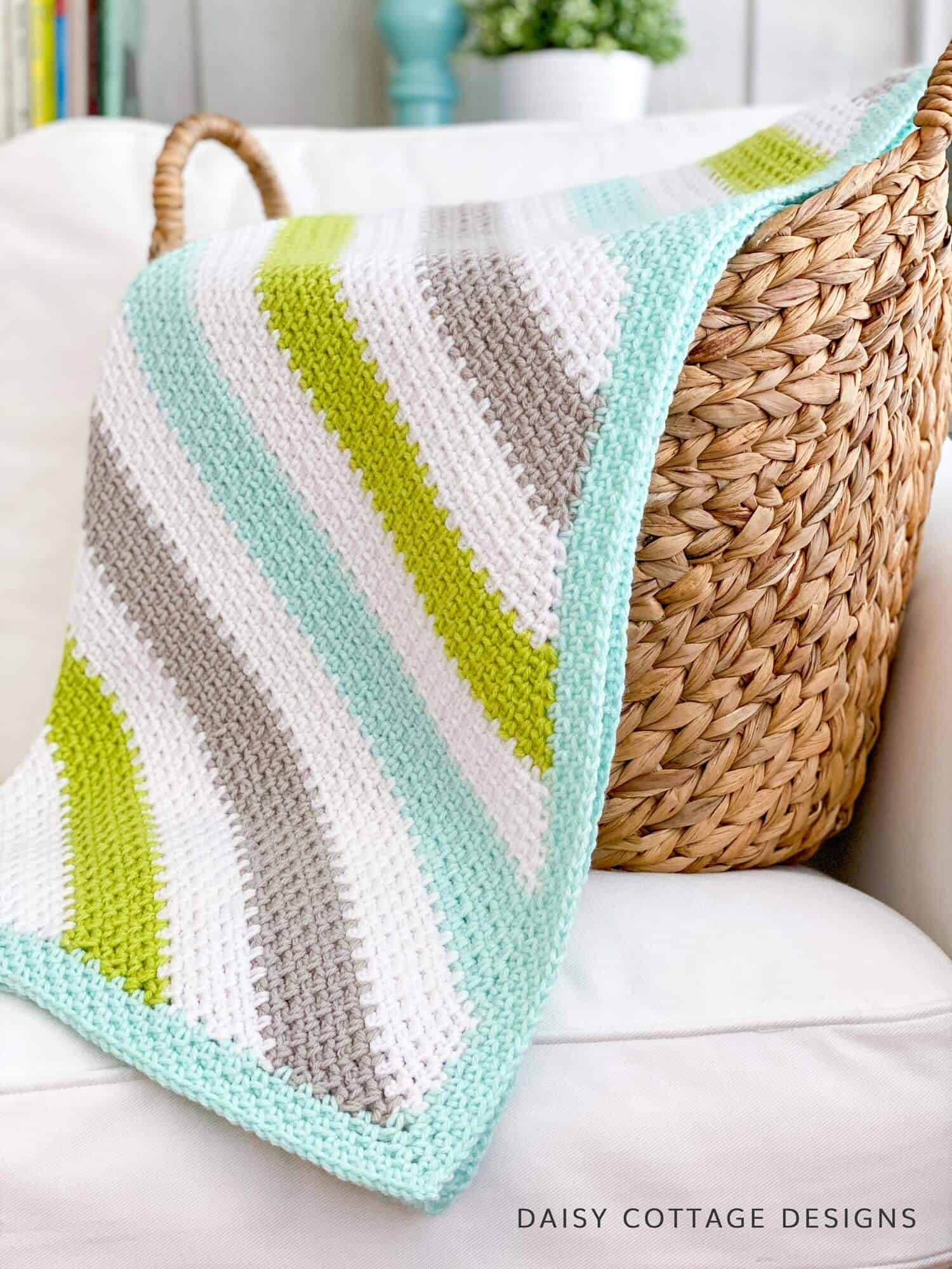 Fall in love with this corner to corner linen stitch crochet tutorial (aka the moss stitch & granite stitch). This crochet pattern is perfect for any skill level.